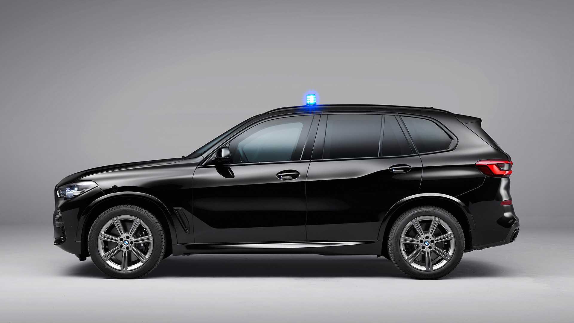 BMW представил эффектную рекламу бронированного кроссовера X5