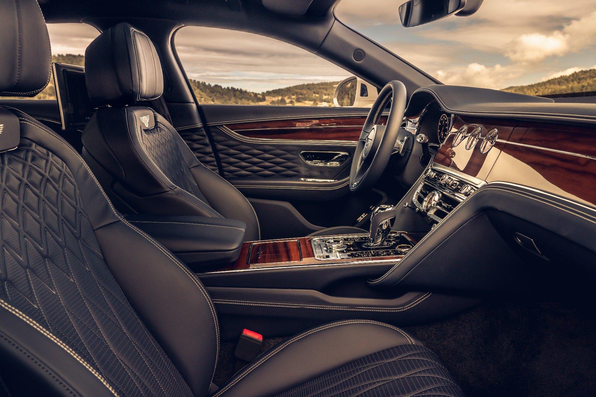 Компания Bentley показала специальную версию автомобиля Flying Spur