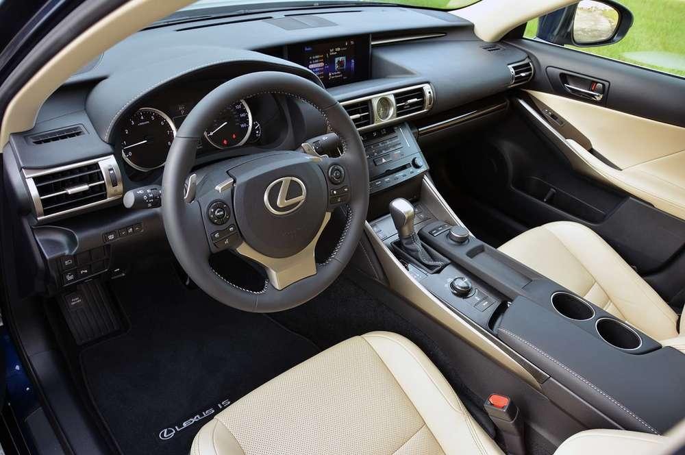 Появились подробности об обновленном седане Lexus IS