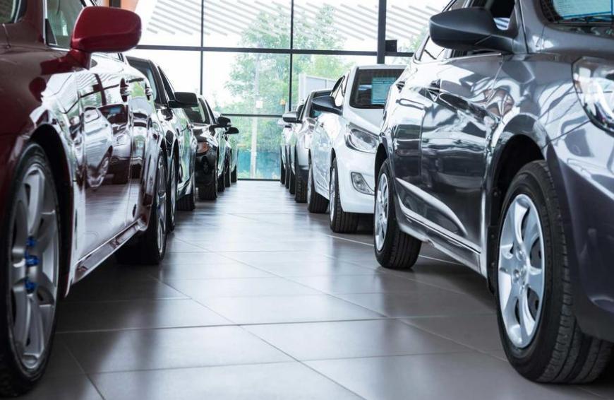Российские автодилеры прогнозируют падение продаж авто в мае почти на 50%