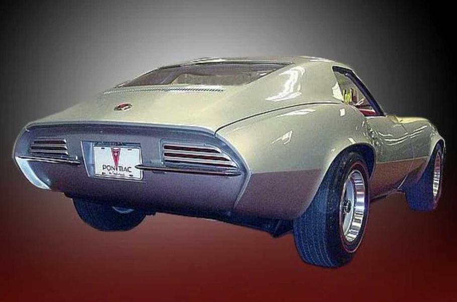 Дилер компании Kia продает редкий Pontiac