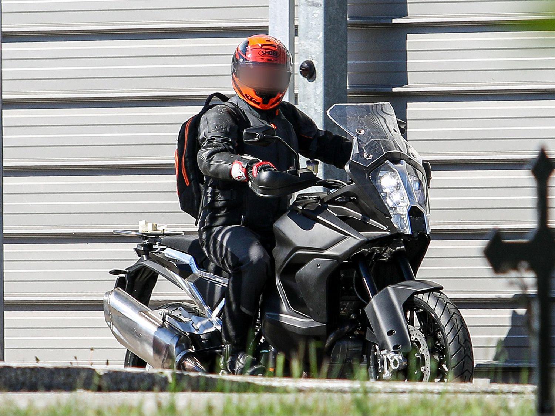 KTM оснастила 1290 Super Adventure системой активной безопасности