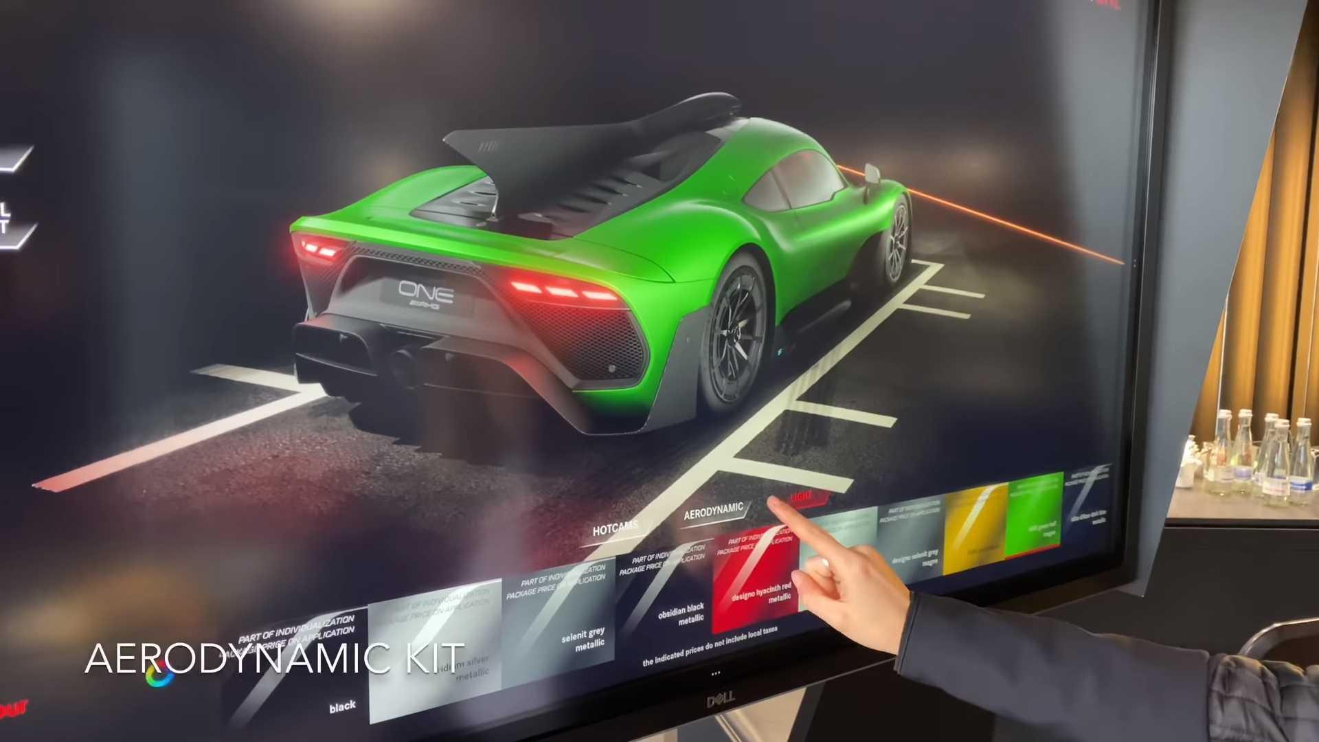 Покупатели гиперкара Mercedes-AMG One впервые увидели свое авто