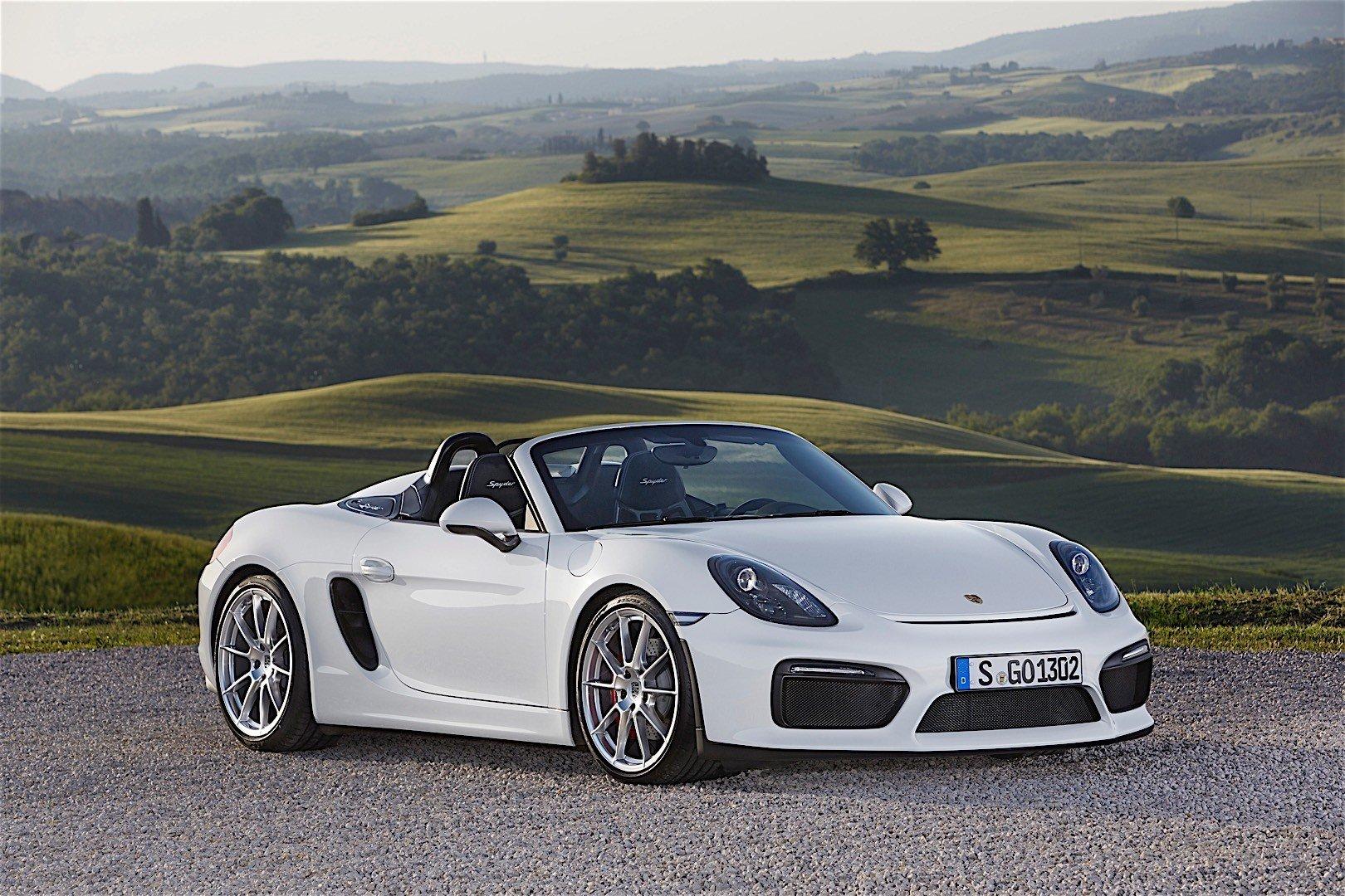 Названы мартовские бестселлеры марки Porsche в России