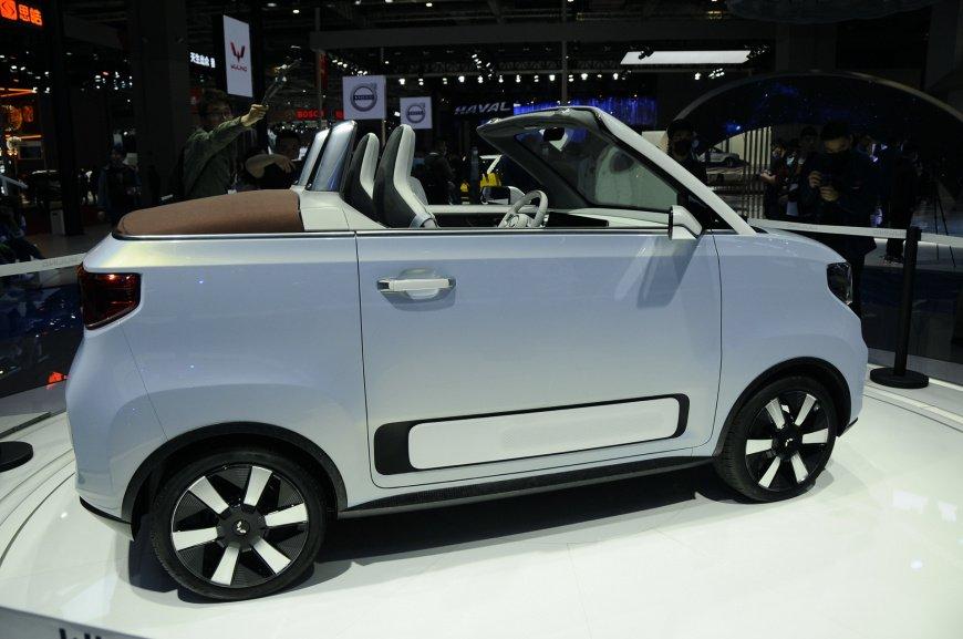 GM показал самый маленький кабриолет Wuling MINIEV в истории бренда
