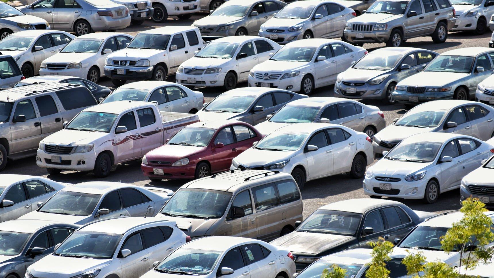 Продажи машин в России могут снизиться на 50%