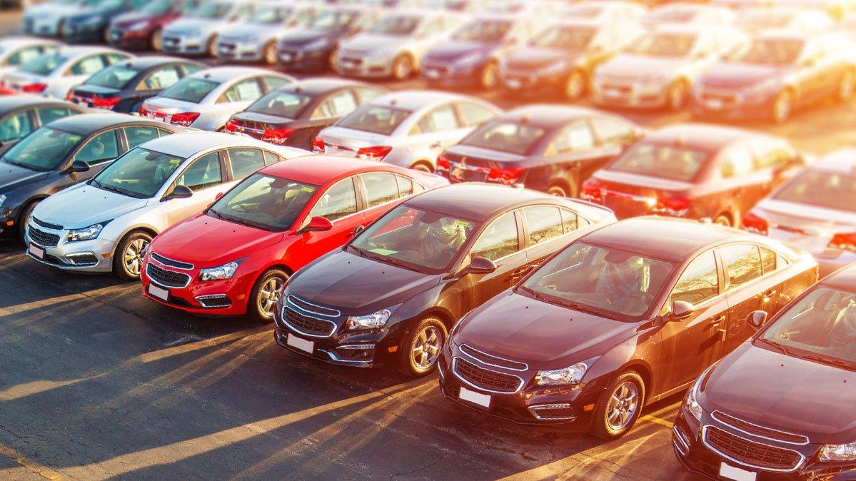 В марте сразу 17 марок изменили цены на свои автомобили в России