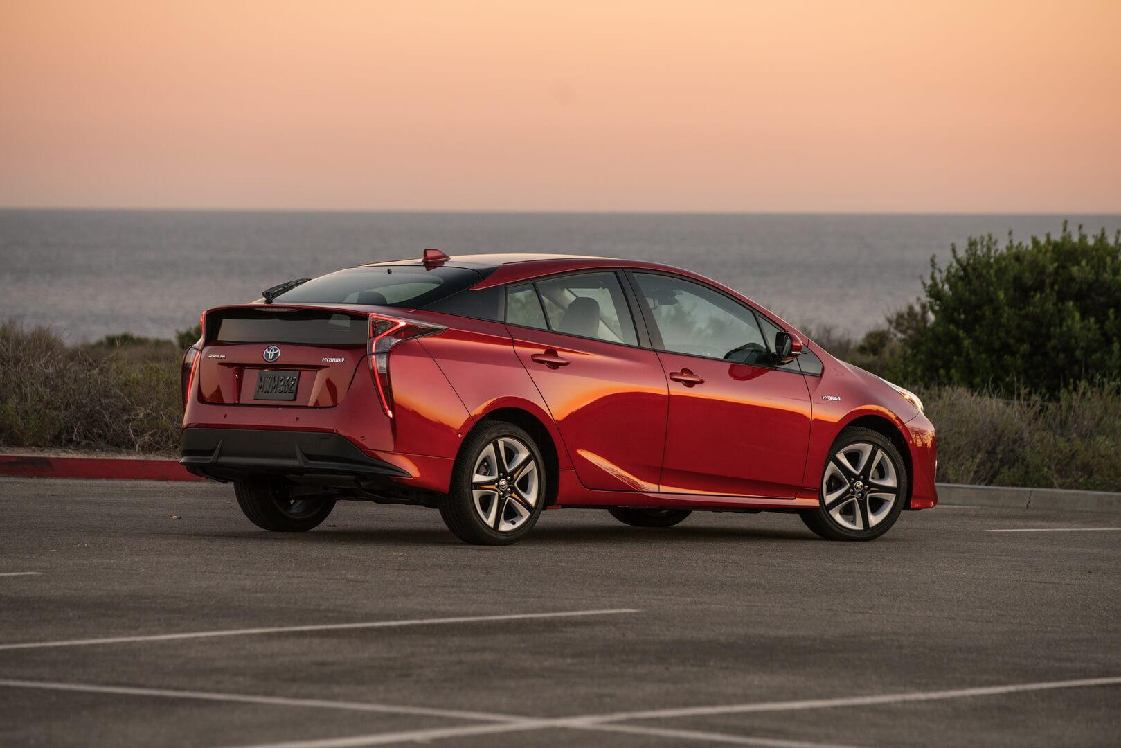 Toyota отзывает в России свыше 200 машин Prius
