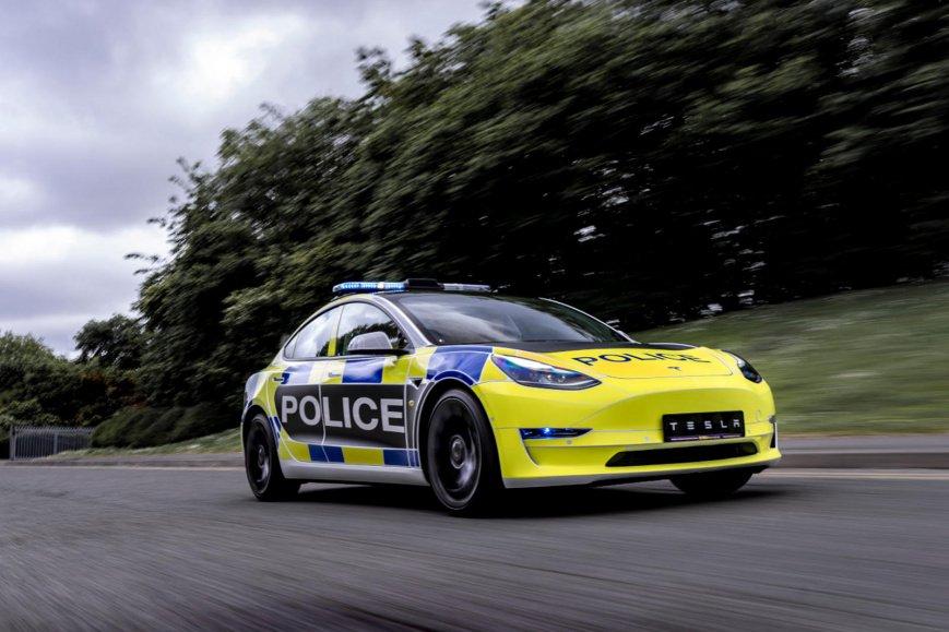 Британская полиция получила несколько Tesla Model 3
