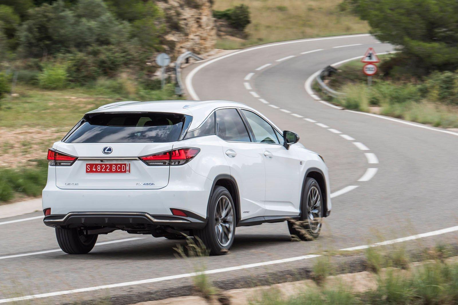 Компания Lexus создает дебютный подключаемый гибрид