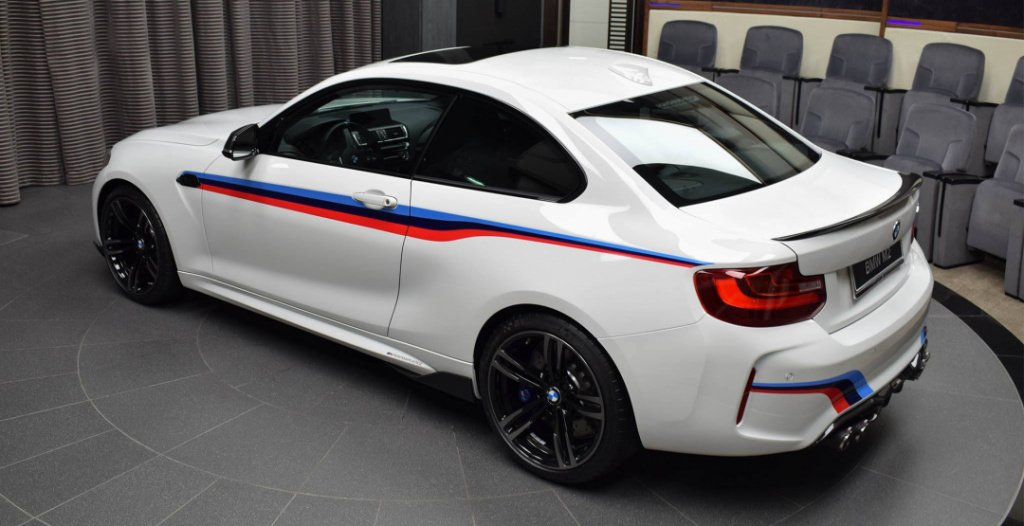 BMW M2 M Performance: вид сбоку