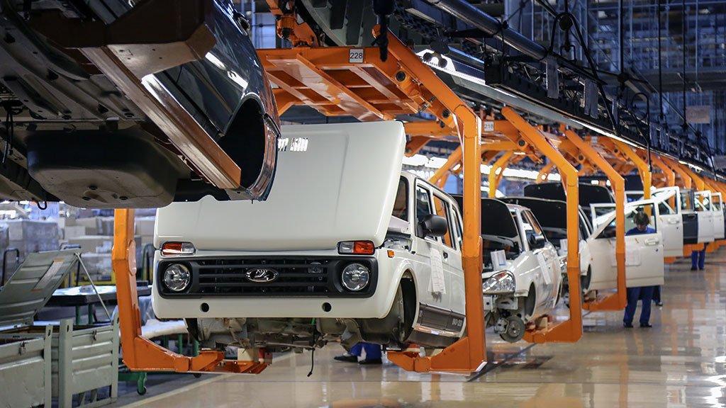 «АвтоВАЗ» временно останавливает свои конвейеры