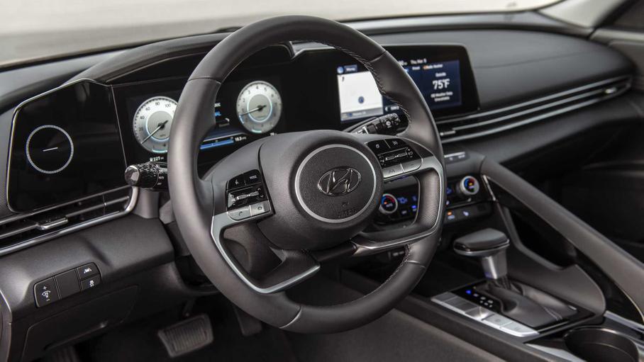 В Hyundai объяснили дизайн салона новой Elantra