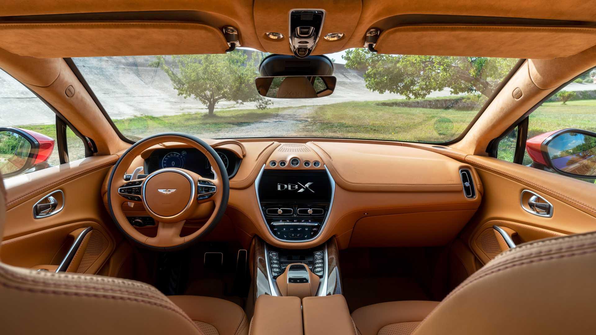 Aston Martin рассчитывает на высокие продажи кроссовера DBX