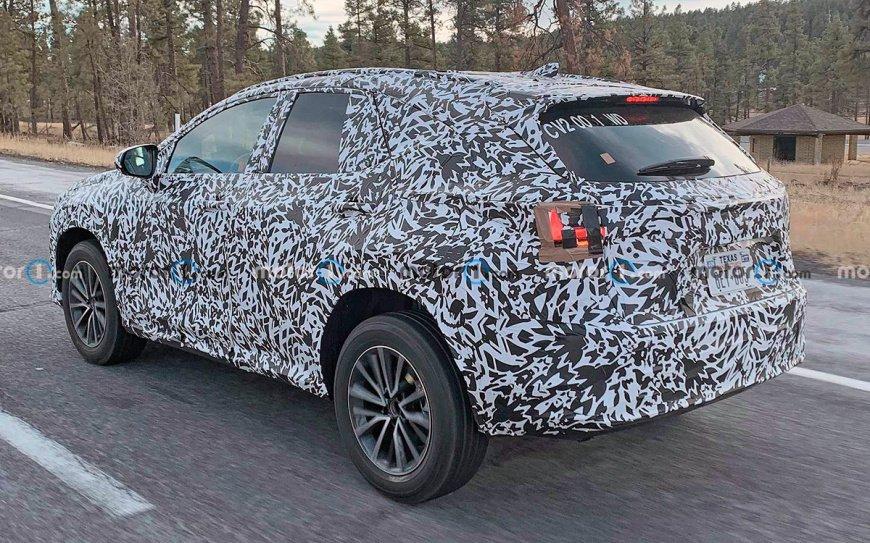 Компания Lexus начала тестировать обновленный кроссовер NX