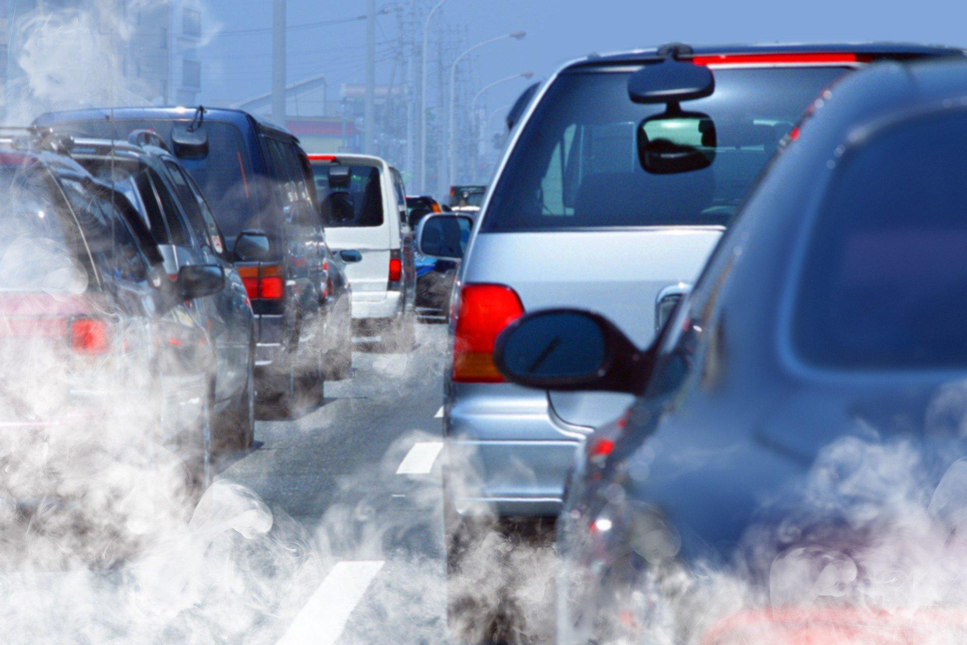 В РФ могут повысить транспортный налог для неэкологичных машин
