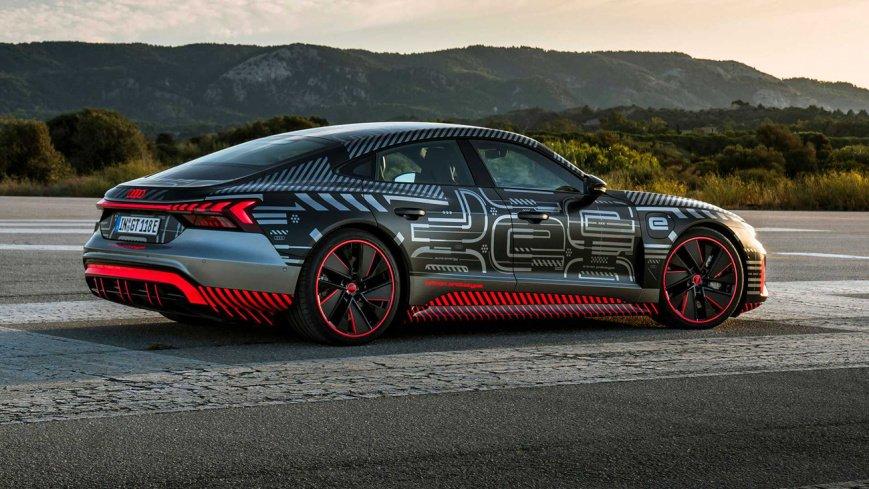 Сможет ли электрический Audi RS E-Tron GT обогнать Audi R8 с классическим ДВС?