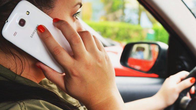 Водители пользуются телефоном даже несмотря на опасность