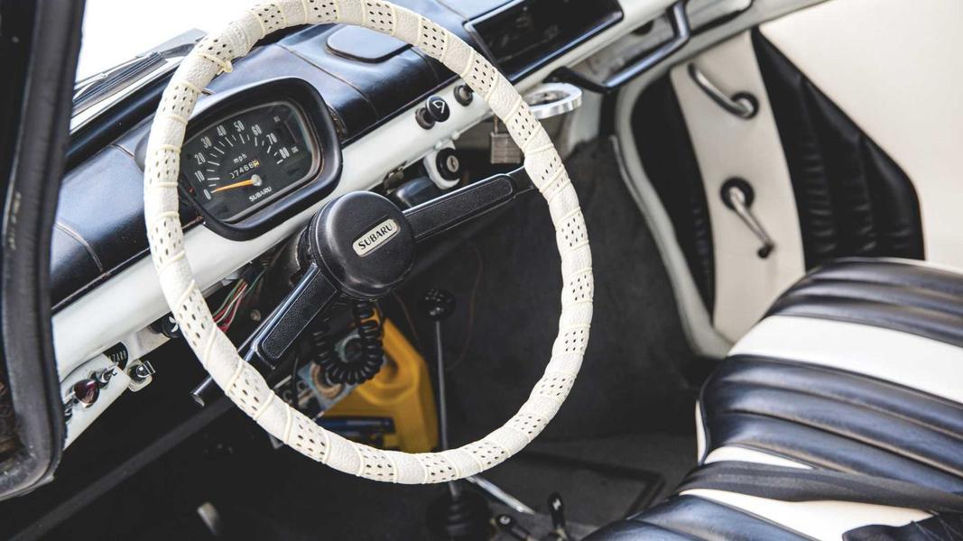 50-летний полицейский Subaru 360 продадут на аукционе