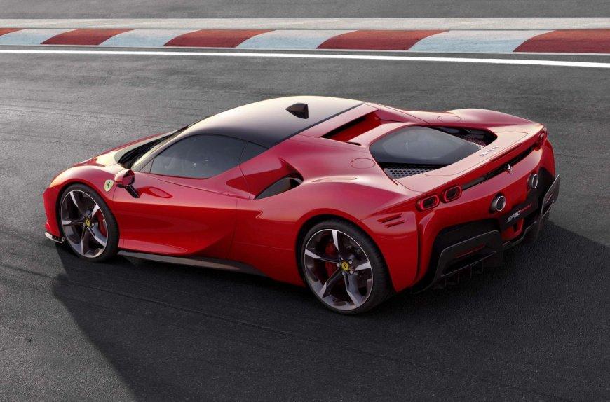 Замечен ультра-черный прототип суперкара Ferrari SF90 Stradale