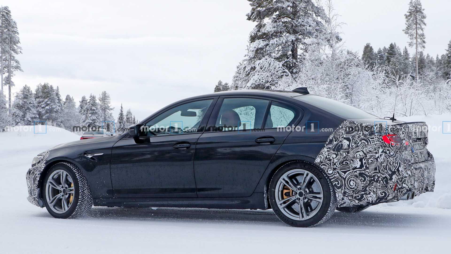 Новый BMW M5 сфотографировали на зимних тестах