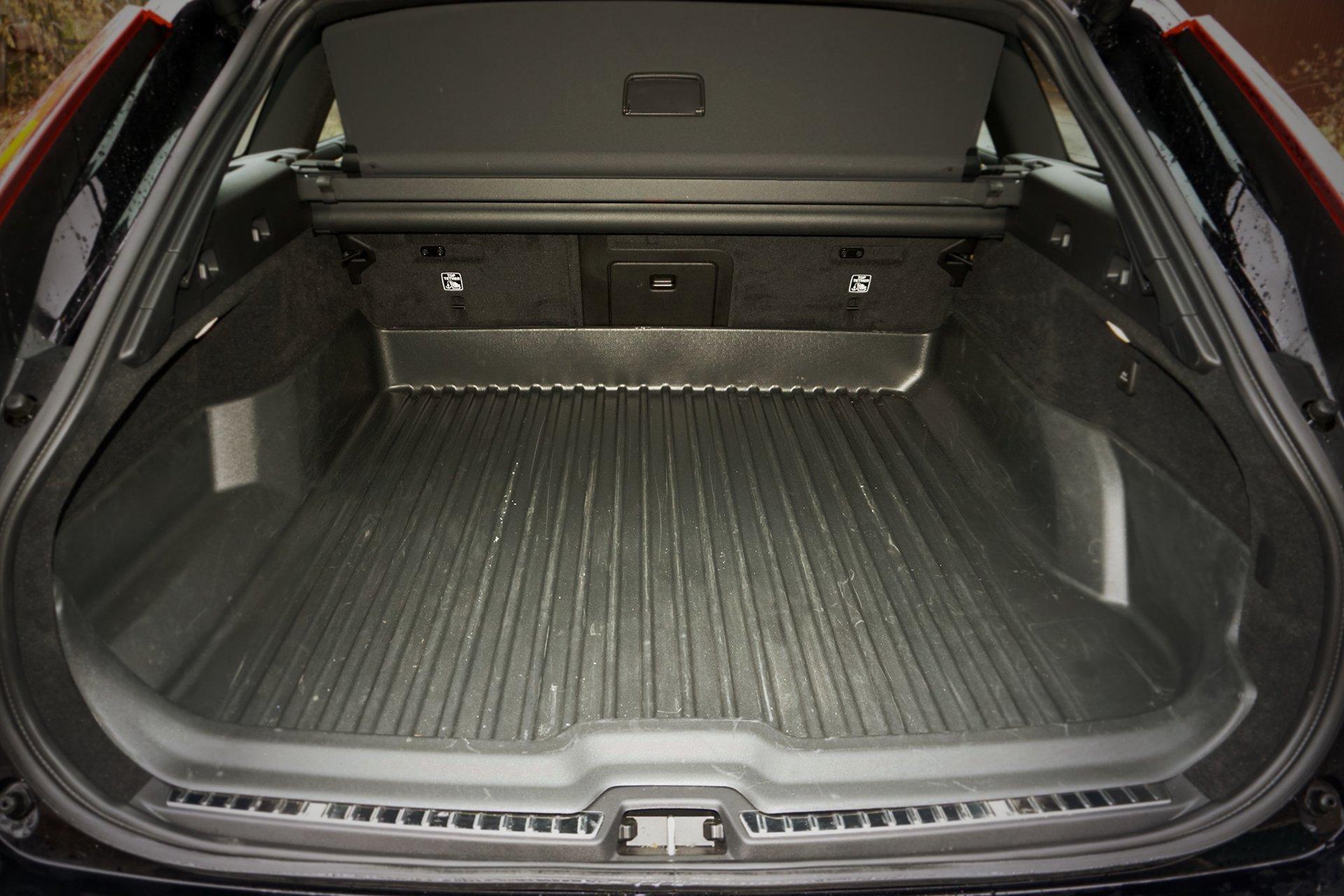 Тест-драйв комфортного Volvo V90 Cross Country D5