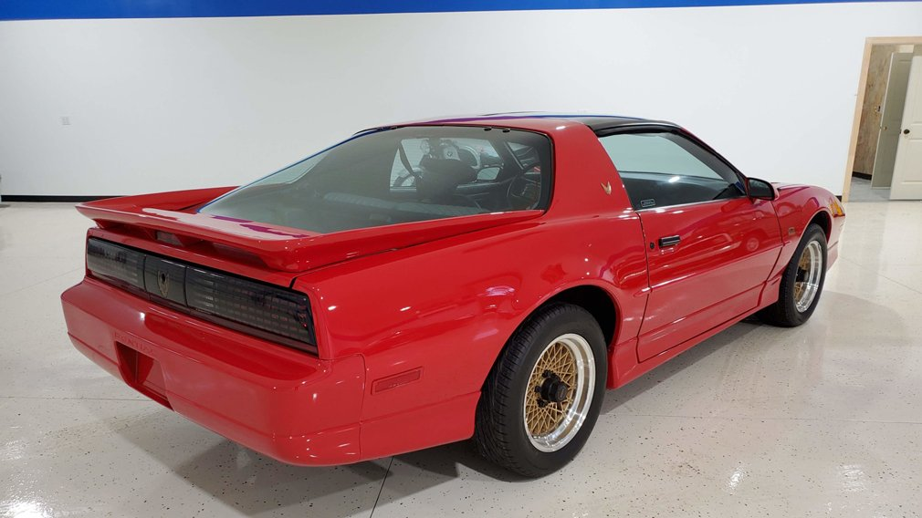 На продажу выставлен Pontiac Trans Am GTA 1989 года выпуска