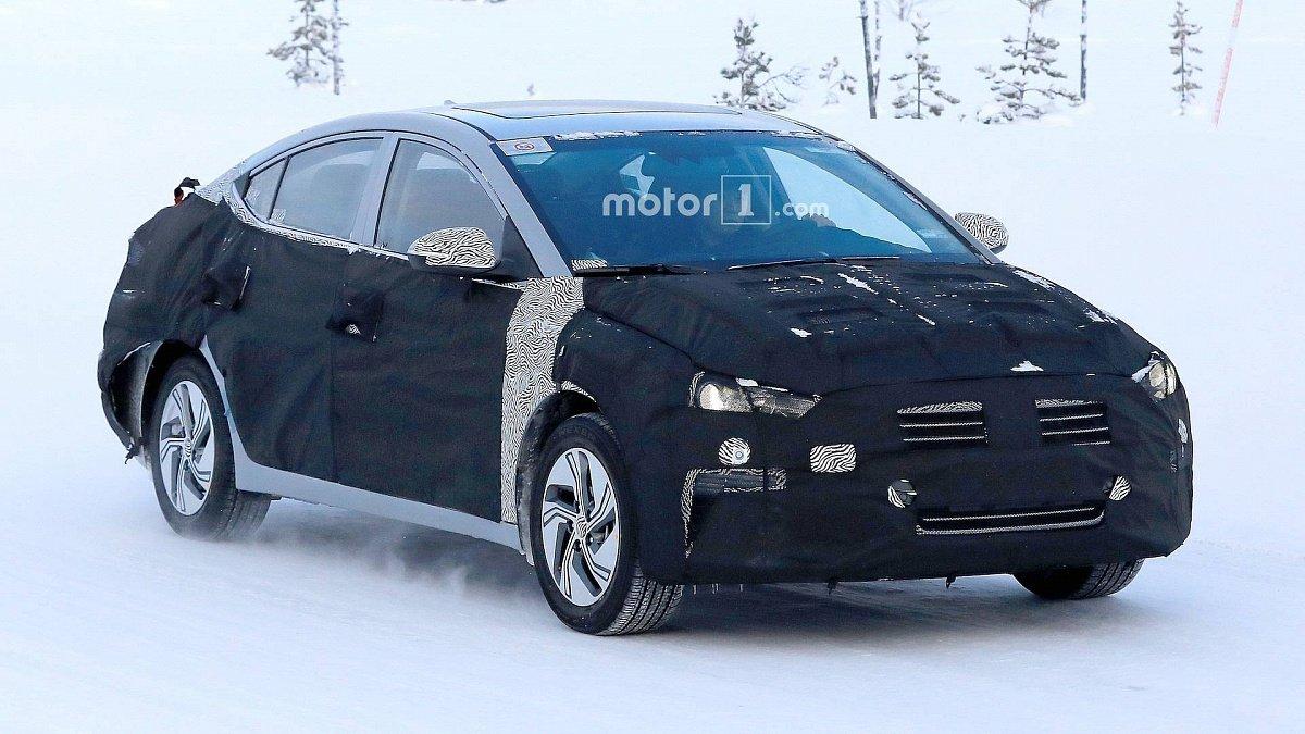 Электрическая Hyundai Elantra замечена на тестах