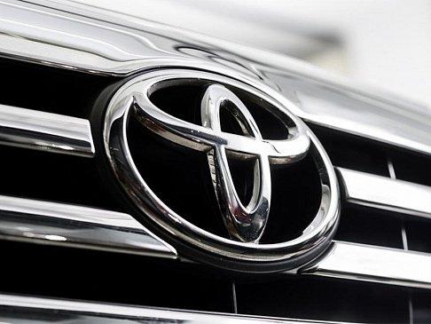 В Сети появились фотографии обновленной версии пикапа Toyota Hilux