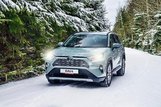 Оборот с продаж новых SUV в России в феврале превысил 100 млрд рублей
