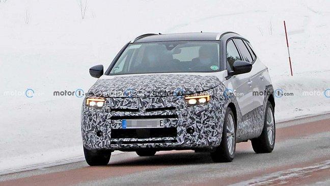 На новых моделях Opel место привычных эмблем и шильдиков займут QR-коды