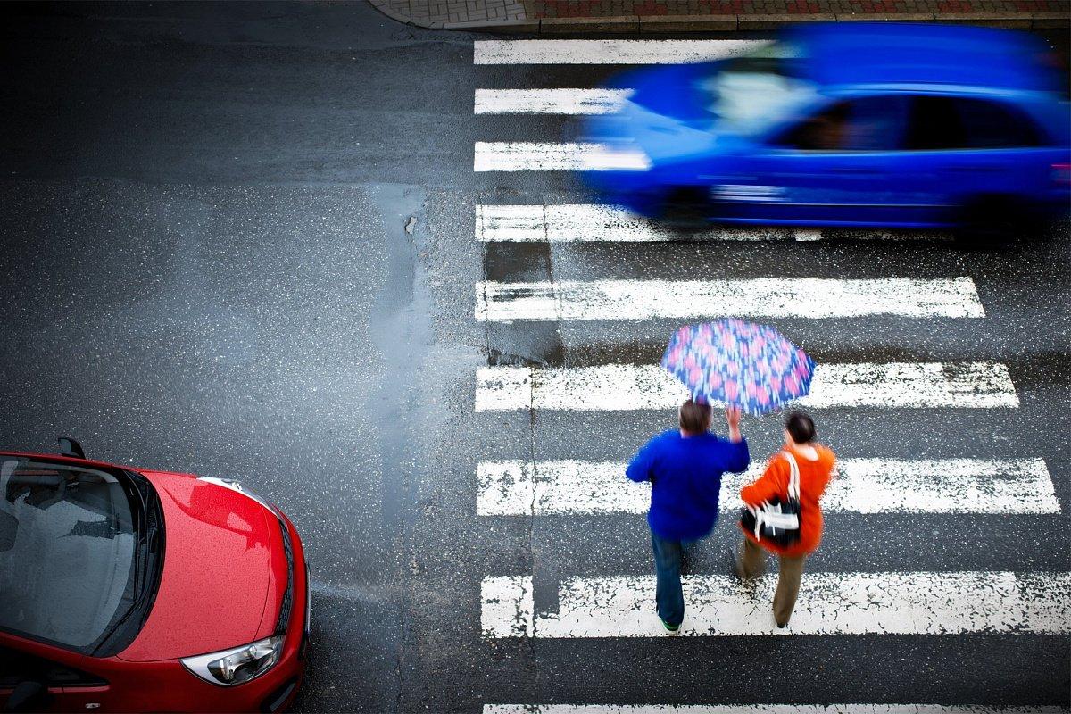 ВРФ увеличили штрафы автомобилистам, неуступающим дорогу пешеходам class=