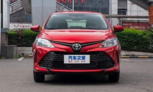 Фургон Toyota Hiace стал безопаснее