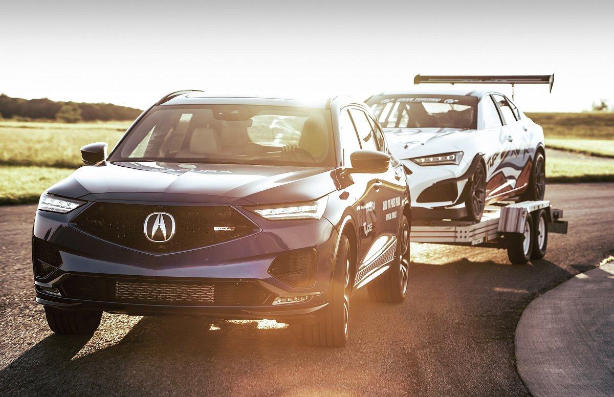 Новый MDX Type S 2022 от Acura буксирует гоночный автомобиль TLX из Огайо на Пайкс-Пик