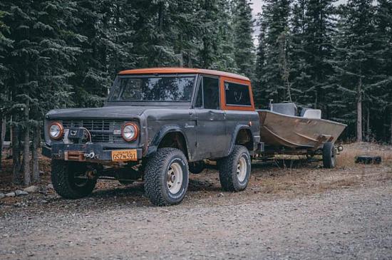 Житель Аляски собрал уникальную коллекцию классических Ford Bronco