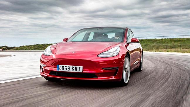 Дорожный просвет Tesla Model 3 признали недостаточным для индийских дорог