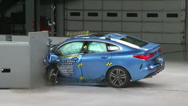 Фары нового BMW 2-Series Gran Coupe провалили тесты от IIHS