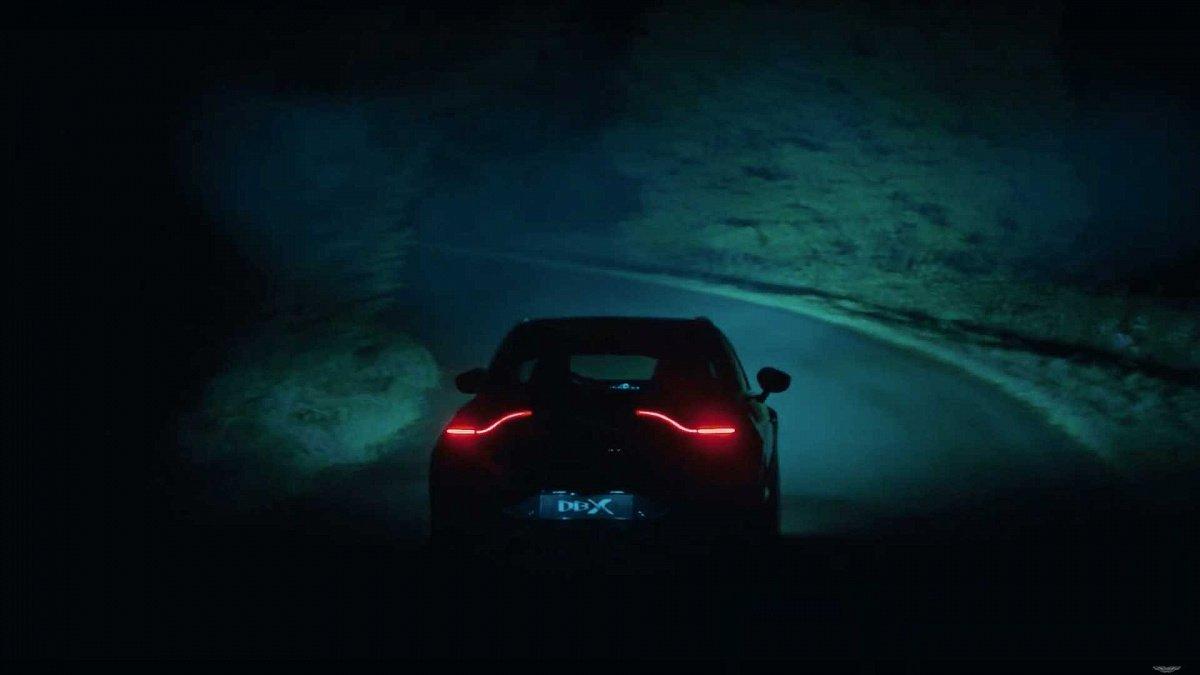 Aston Martin DBX выходит из сумрака в новом тизере