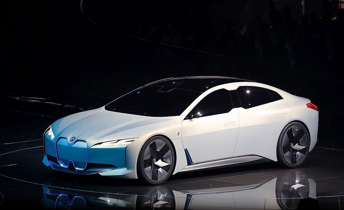 Концепт BMW iVision Dynamics станет серийной моделью i4