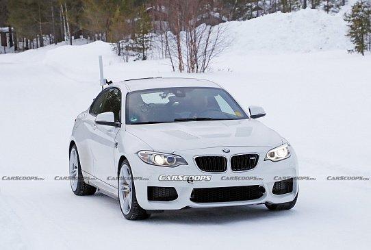 """Драг-рейсинг - """"заряженный"""" BMW M4 и менее мощный BMW M440i"""