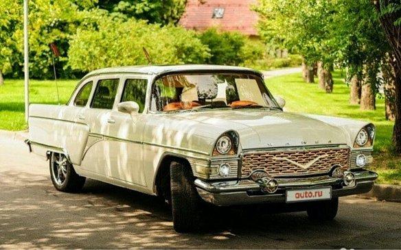 В Москве продают советский лимузин за 8,9 млн рублей