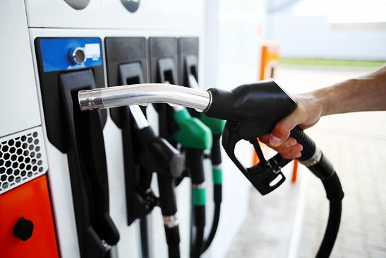 В Госдуме предложили уменьшить цены на бензин из-за удешевления нефти