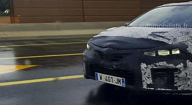 В Сети появились фотографии с испытаний хэтчбека Renault Clio