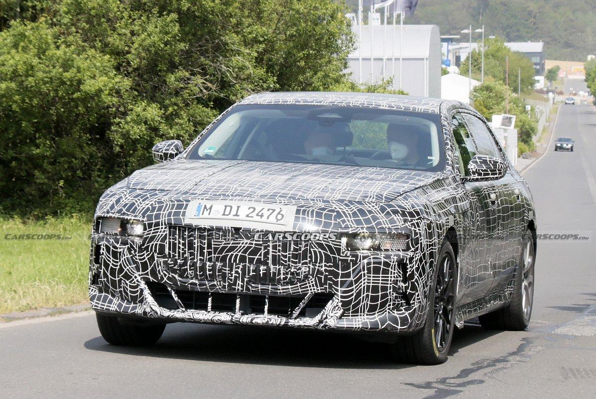 BMW 7-Series 2023 года впервые демонстрирует интерьер в стиле iX с изогнутыми дисплеями