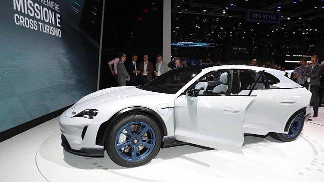 Компания Porsche отзывает в Китае 117 000 машин Macan