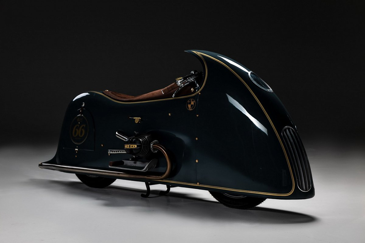 В сети показали мотоцикл BMW R100 в стиле стимпанк