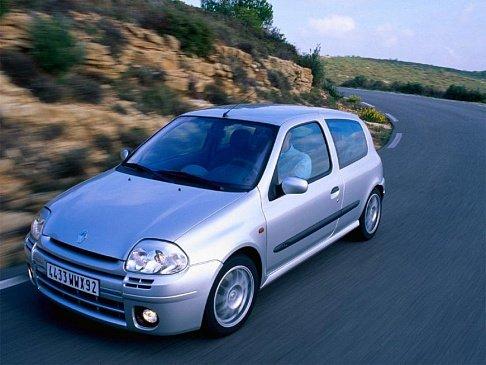Как вам этот 6-колесный пикап Renault Clio?