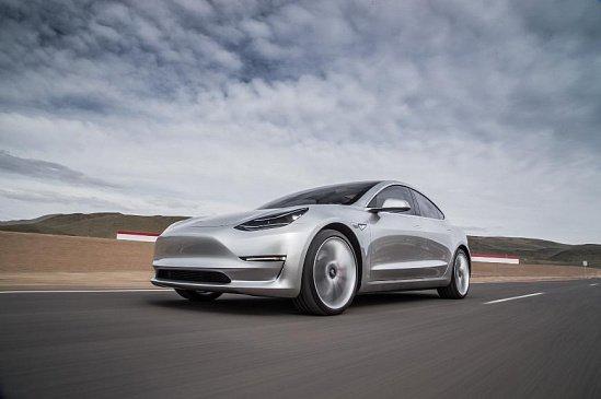 Электромобили Tesla начнут самостоятельно искать место для парковки