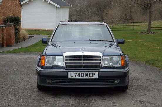 В продаже появилось редкое купе Mercedes-Benz 1989 года в идеальном виде