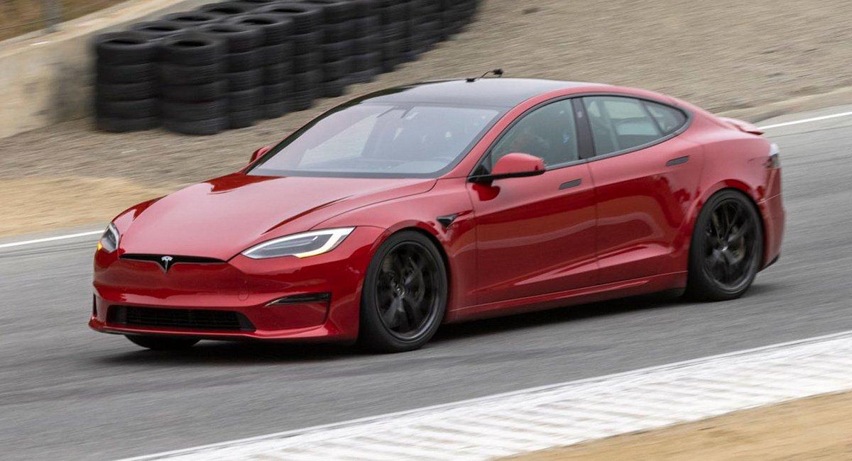 Бренд Tesla презентует новую версию электрического седана Model S Plaid 3 июня